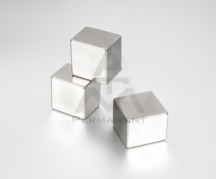 Rectangular magnet with permanent magnetic material