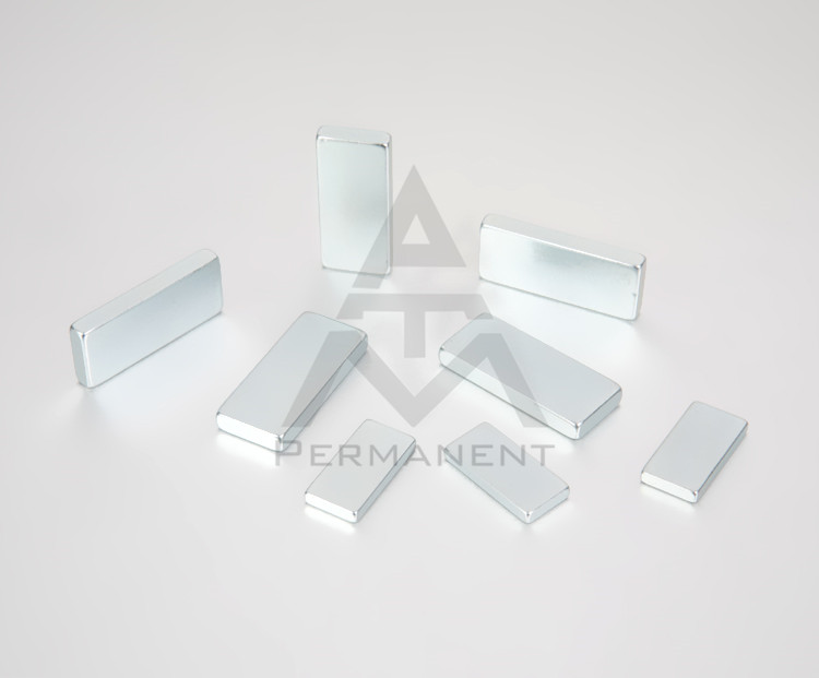 Bar magnet with NdFeB magnetic material zinc coating